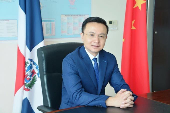 El embajador chino en la República Dominicana, Zhang Run.