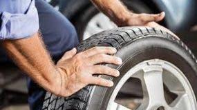 La revisión de los neumáticos es esencial para la seguridad al volante.
