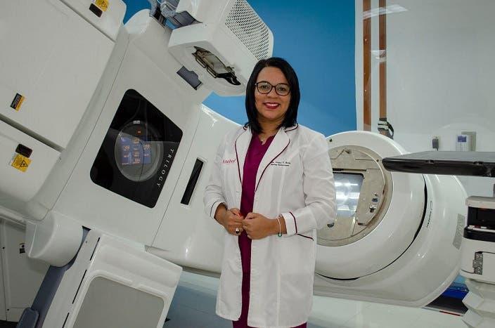 La doctora Yeimi Ruiz, radiooncóloga terapista del Centro de Radioterapia Integral (Radonic).