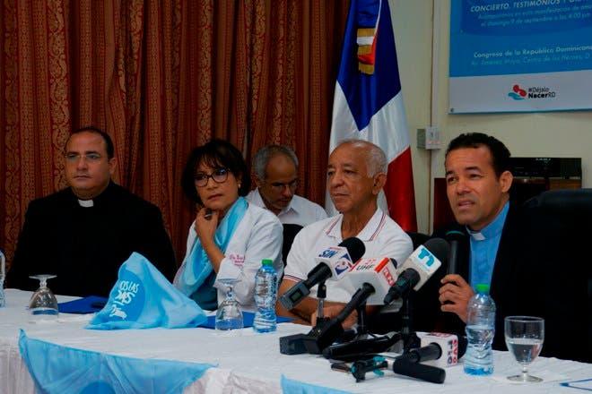 El vicario de la Pastoral Familia y Vida, padre Catalino Ramírez, habló en rueda de prensa. Foto: Elieser Tapia.