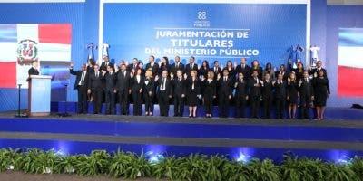 El procurador general de la República y presidente del Consejo Superior del Ministerio Público, Jean Rodríguez, juramentó este viernes los 36 procuradores y fiscales que fueron seleccionados mediante un concurso interno.