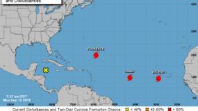 Meteorólogos dijeron que se prevé que Florence se convierta en un huracán fuerte y peligroso en algún momento del lunes y mantenga esta fuerza durante unos días.
