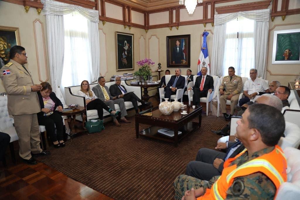El presidente Danilo Medina se reunió con representantes de los organismos de socorro.