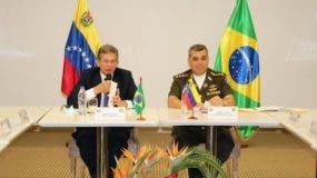 Ministros de Defensa de Venezuela y Brasil, Vladimir Padrino y Joaquín Silva.