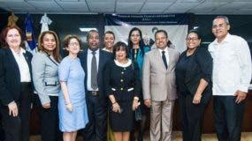 Vista de los participantes en el Panel sobre Peña Gómez organizado por la Escuela de Formación Electoral y del Estado Civil (EFEC), entidad académica de la Junta Central Electoral (JCE).