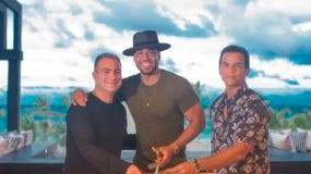 Romeo Santos durante la inauguración de la lujosa residencia playera