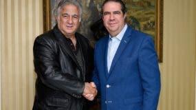 El futuro titular de la Secretaría de Turismo de México, Miguel Torruco Marqués, y el actual ministro del sector de República Dominicana, Francisco Javier García.