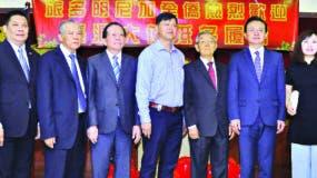 Marino Joa, Juan Sang, Wilson Joa, Darío Sang, Sukin Fung, Zhang Run y  Duar Niyan, durante la celebración de la cena.
