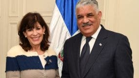El canciller Miguel Vargas y la embajadora   Robin S. Bernstein.