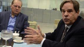 Los expertos internacionales mientras exponían sus experiencias sobre el manejo de combustibles.  José de León