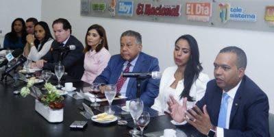 Las compras de Barrick Pueblo Viejo en las provincias Sánchez Ramírez y Monseñor Nouel ascendieron a 29 millones de dólares .