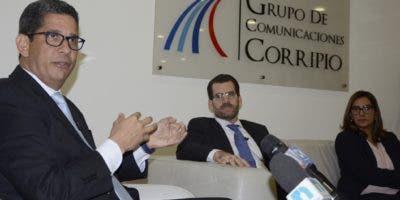 Agusto Ramírez, presidente de Casa Brugal; Franklin Báez Henríquez; vicepresidente de Finanzas,   y Mery Melo; vicepresidenta de Marketing .  José de León.