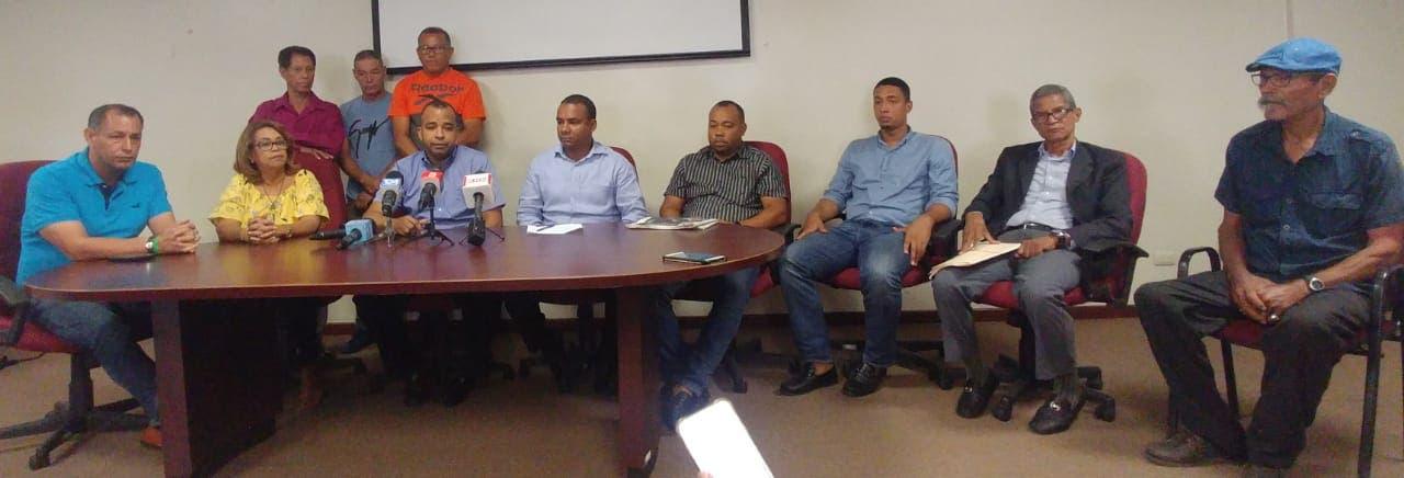 Dirigentes populares que hicieron el llamado a huelga el próximo lunes 29.