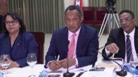 Los miembros de la comisión bicameral durante la reunión.
