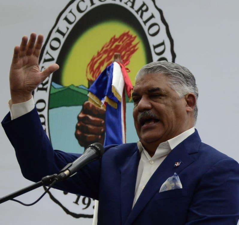 Miguel Vargas habla en juramentación.