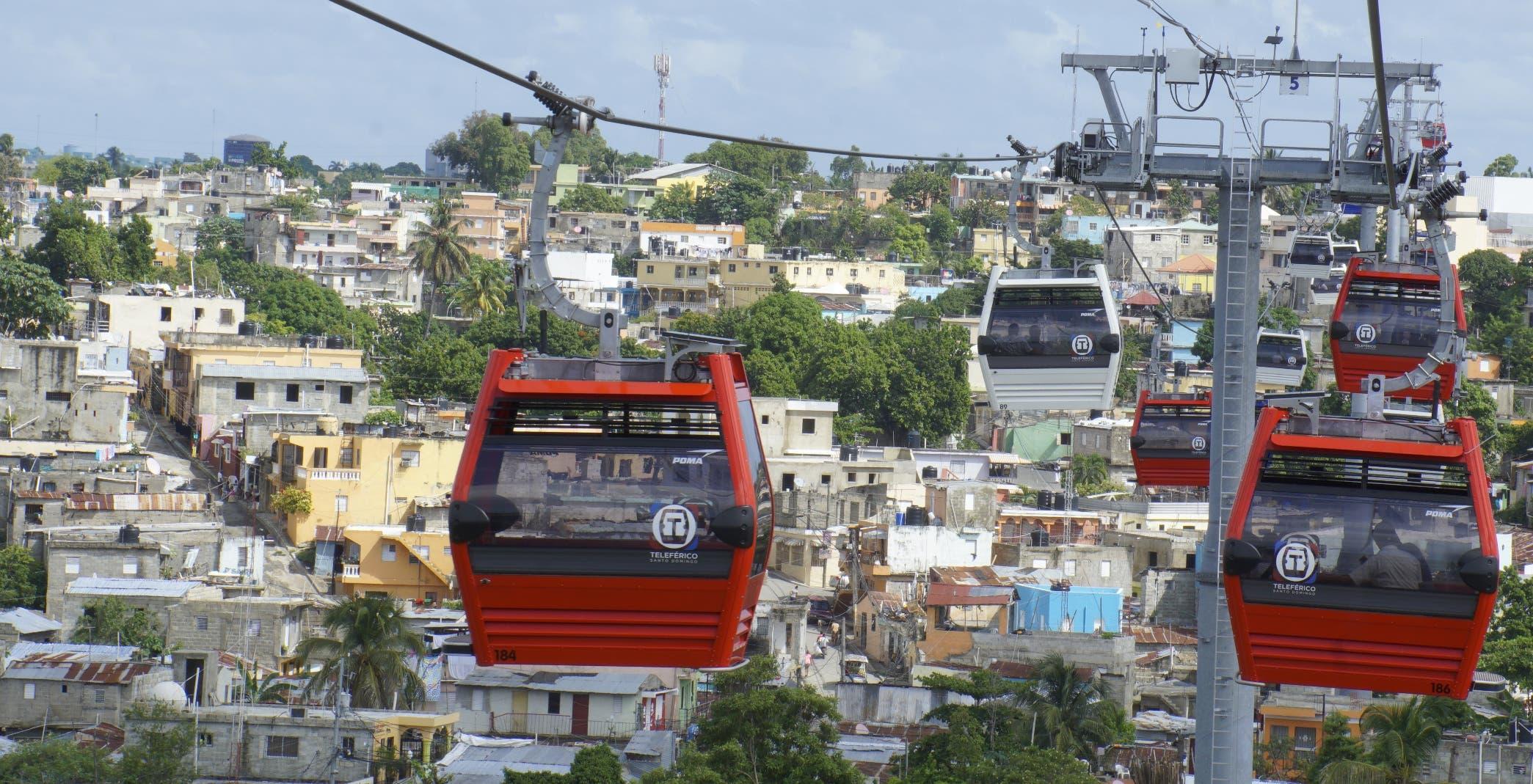 Además de la  comodidad, disfrutan el paisaje que desde la altura ofrece  el sistema de transporte por cable  de Gualey a Sabana Perdida.  ELIESER TAPIA