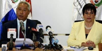 Isidro Santana y Celeste Silié detallaron  entidades que serán beneficiadas .  Fuente  Externa.