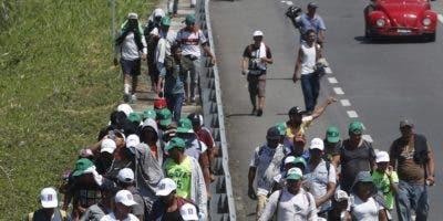 La gran caravana ya cruza México hacia los Estados Unidos.