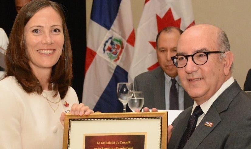Shauna Hemingway, embajadora de Canadá en RD.  f. externa