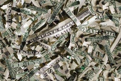 Los reembolsos se llevan a cabo en cheque o depósito.