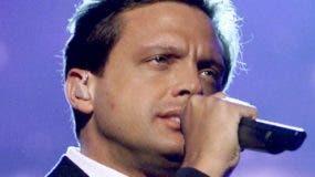 """Luis Miguel subió un escalón esta semana, al 16to puesto de la lista, con su espectáculo """"¨¡México por siempre!""""."""