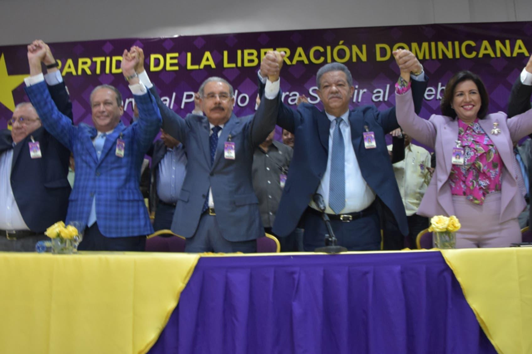 El expresidente Leonel Fernández hizo personalmente la propuesta, que fue aprobada a unanimidad.  Pablo Matos.