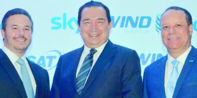 SKY anucia alianza comercial con wind telecom- Peter Prazmowski,Marco Rojas, Damian Baez-Ana Marmol