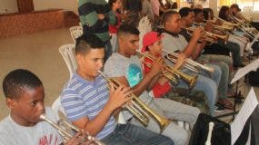 Parte de los jóvenes músicos que participaron en la residencia musical en Jarabacoa.