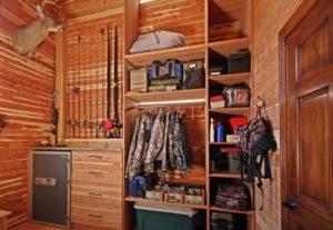 El revestimiento de clóset y muebles  en sabina reduce especie.