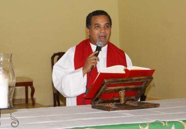 Párroco Nelson Acevedo