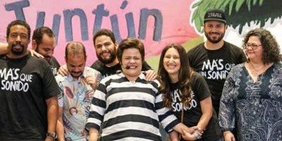 Anya Damirón junto a parte del equipo de profesionales responsables del  proyecto Tuntún.