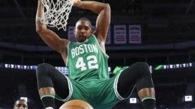 Al Horford es una de las bujías de Celtics de Boston e.  AP