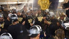 Los jugadores de los Cerveceros festejan luego de ganar la división central de la  Nacional.  AP
