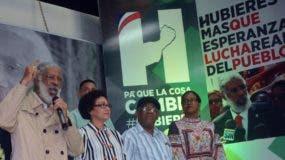 Sindicalista Juan Hubieres durante el lanzamiento de su precandidatura presidencial por el Frente Amplio.  Arlenis  castillo