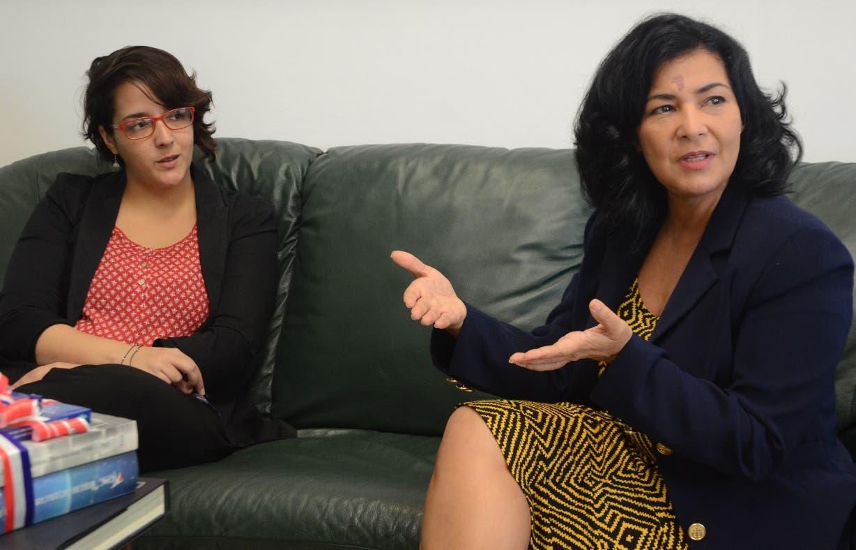 Claudia Saleta, representante de Oxfam, y la periodista Patricia Solano .JORGE GONZALEZ