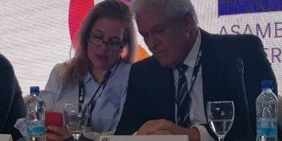 María Elvira Domínguez, nueva presidenta de la SIP, y Gustavo  Mohme.  fuente externa.