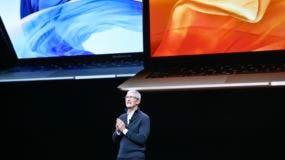 El director general de Apple, Tim Cook, habla en el lanzamienrto de nuevos modelos de iPad y computadoras Mac el martes, 30 de octubre del 2018, en Brooklyn, Nueva York.  (AP Foto/Bebeto Matthews)