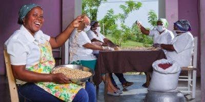 Mujeres del proyecto Chocolala, de Puerto Plata, que han logrado dinamizar ese segmento.