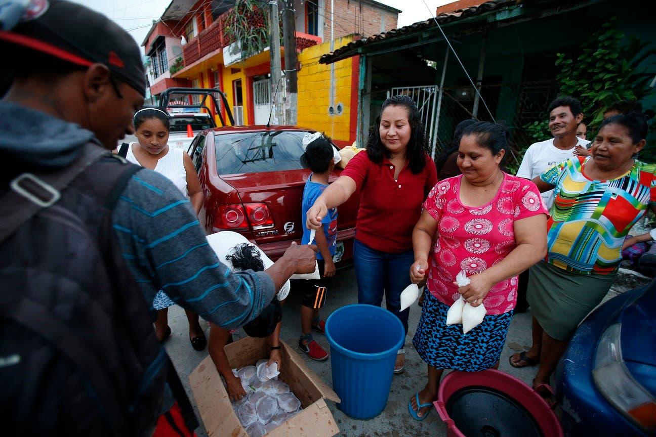 Dos semanas caminando han hecho mella en la caravana de migrantes, que se estima que ahora está compuesta por más de 4.000 personas y marcha lentamente a través de Chiapas, el estado más al sur de México, lejos todavía de su objetivo: llegar a Estados Unidos.