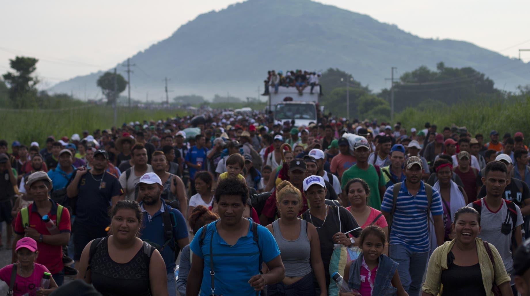 Sale caravana de 192 migrantes de El Salvador rumbo a EEUU