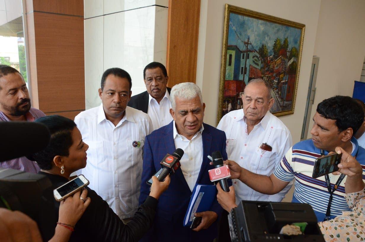 De Los Santos habló tras participar en una reunión con representares del gobierno.