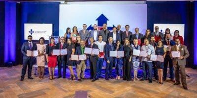 Directivos de Adoexpo y representantes de las empresas nominadas.
