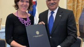 Canciller Miguel Vargas y con Joanna Crellin, comisionada británica de comercio para América Latina y el Caribe.