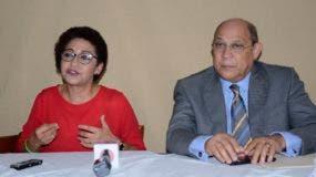 Maria Tereza Cabrera y Rafael Santos anuncian su respaldo a Xiomara Guante para presidir la ADP. Foto: José de León/ElDía.