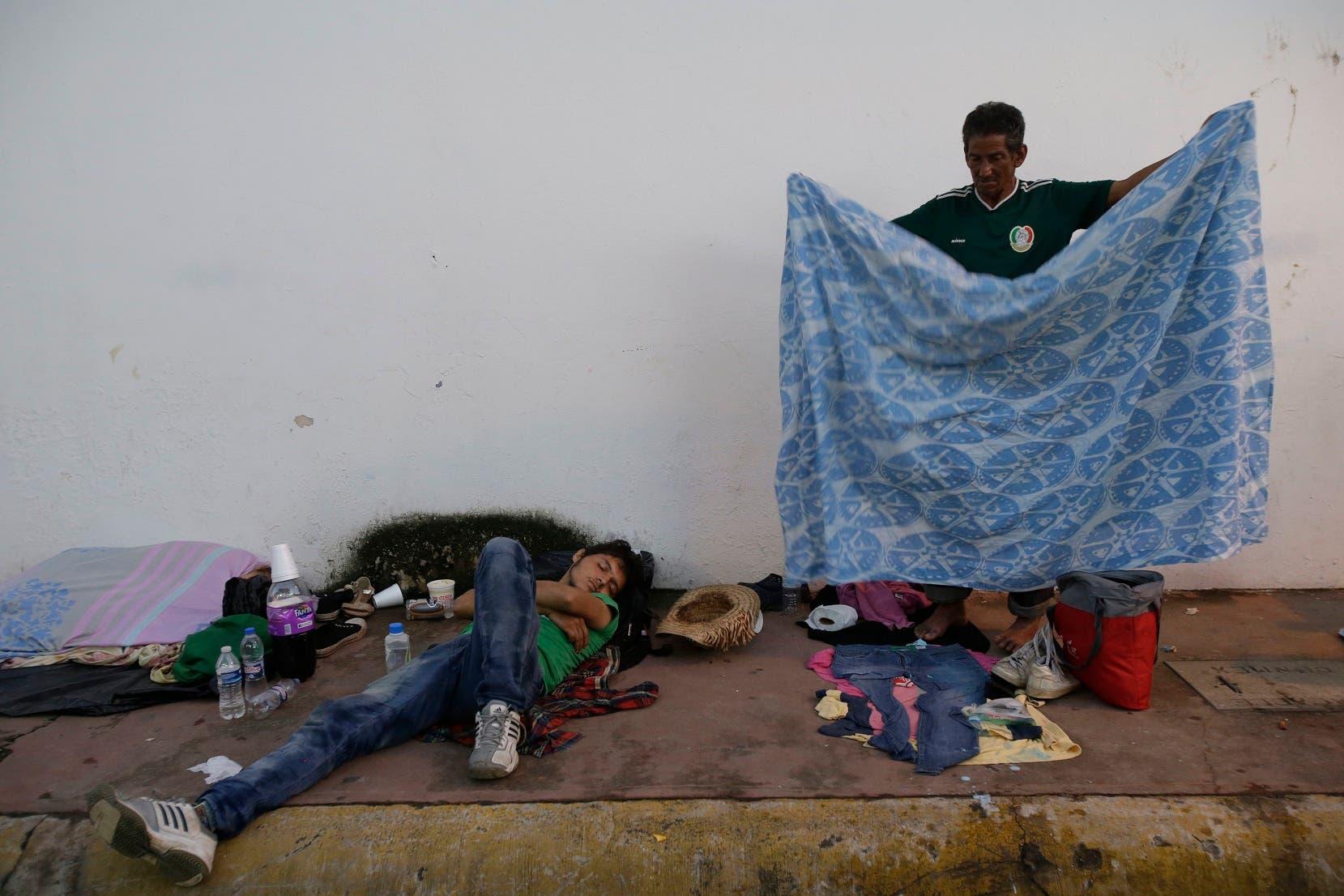 23. os migrantes presentan ya varios problemas de salud, sobre todo deshidratación, dolores musculares e infecciones en la piel.    (AP Photo/Moises Castillo)