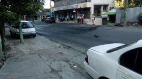Decenas de empleados públicos y privados quedaron varados en el sector La Javilla, al igual que en las avenidas Manolo Tavares Justo, Penetración al Muelle y Luis Ginebra, además de las calles 27 de Febrero.