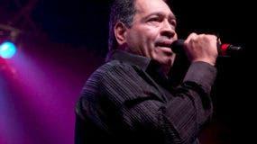 NY08. NUEVA YORK (EEUU), 10/05/09.- El cantante Tito Nieves, participó anoche en el concierto realizado en el Teatro United Palace de Nueva York, para celebrar los 40 años con la música, del salsero puertorriqueño Ismael Miranda. EFE/Miguel Rajmil