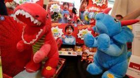 ARCHIVO _ En esta foto del 11 de julio del 2018, juguetes de Ryan's World, producidos por Bonkers Toys, son mostrados en la feria The Toy Insider Sweet Suite, en Nueva York.   (AP Foto/Richard Drew)