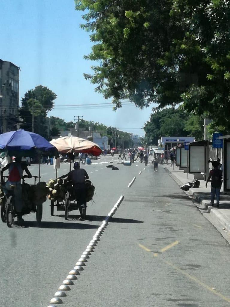 La protesta estudiantil ha motivado que se desvíe el tránsito por la calle Correa y Cidrón.