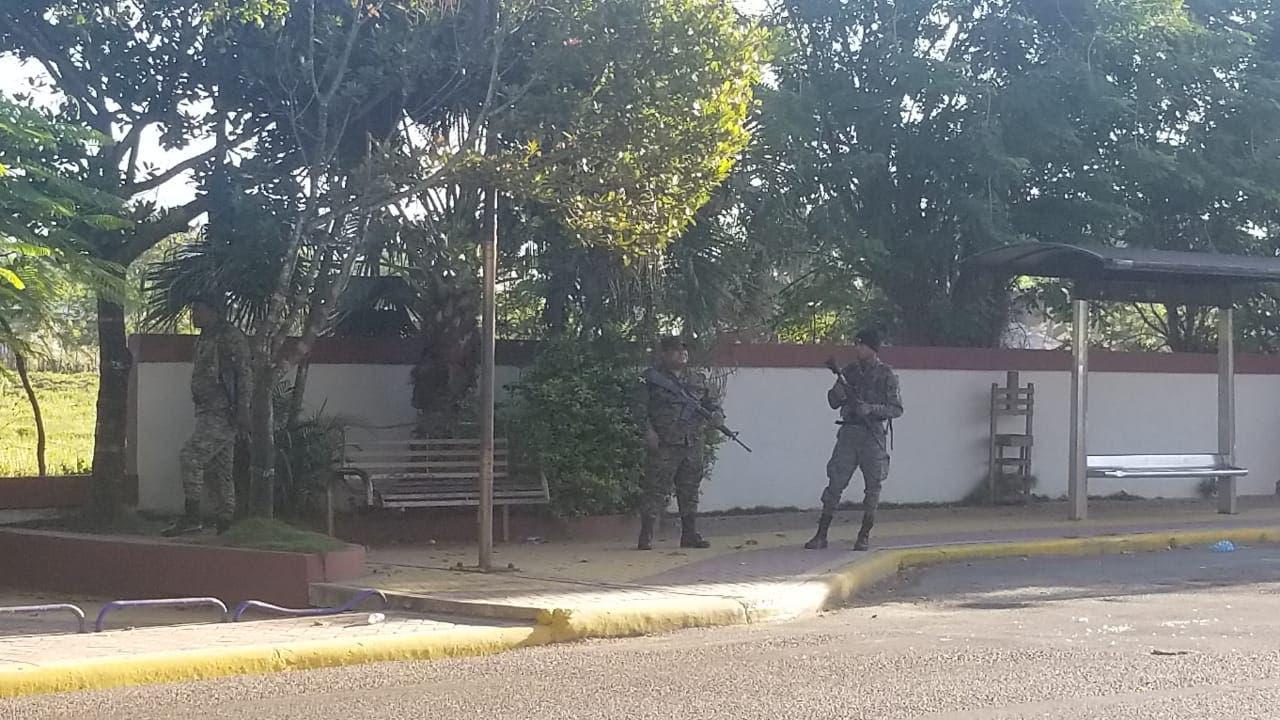 10. Guardias vigilan zonas para evitar confrontaciones